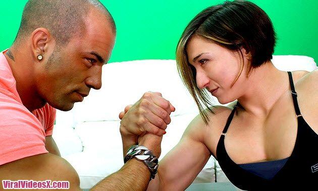 Lucha de pulsos Karina y Toni Aguilera