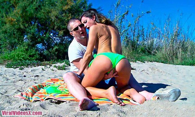 MMM100 Valentina Bianco la turista toma por el culo en la playa