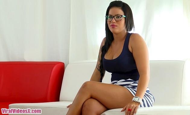 El debut de Tania Tetona en el Porno