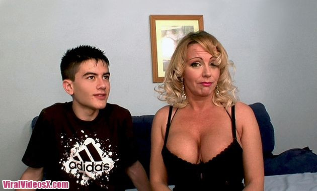Bibian Norai dando lecciones de sexo a Jo...