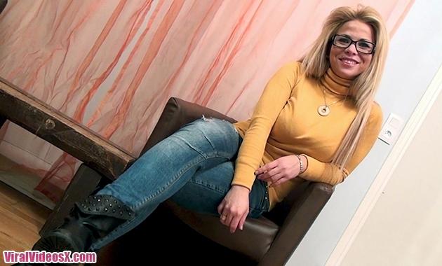 Sabrina Elle est chienne la chilienne Jac...