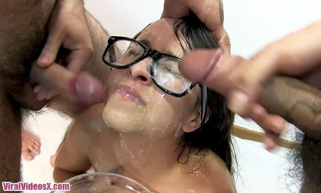 Bukkake Nikki Litte Baño de lefa p...