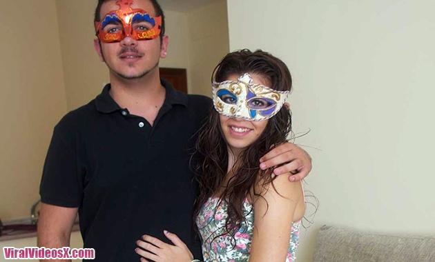 Xdeluxe Daniela y Kike Le Encanta Tocarse Para Que El Se Ponga Cachondo