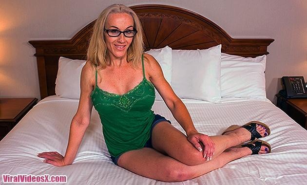 MomPOV - Charlie - Ex stripper MILF loves...