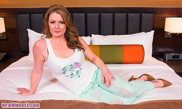 MomPov - Kelsie - Beautiful freak redhead...