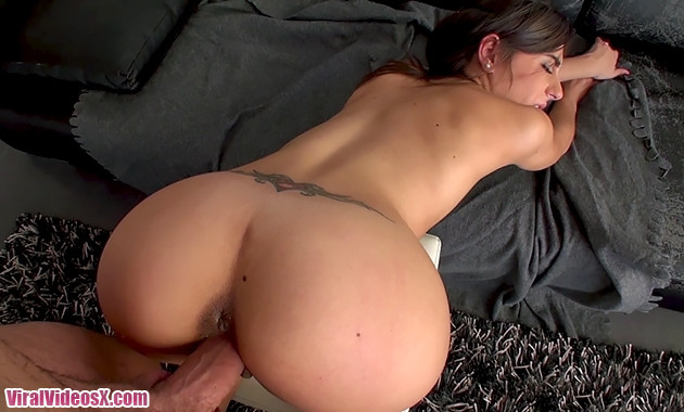 ButtFormation Ena Sweet y Pablo Ferrari stretching is important