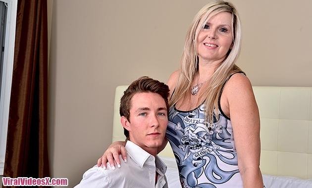 Mature NL Velvet Skye (55) Canadian housewife doing her toyboy