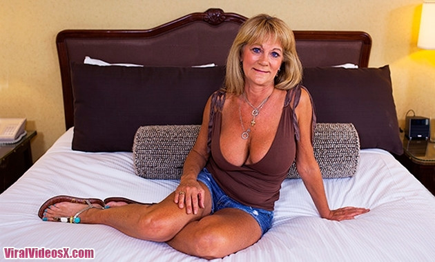 MomPOV - Sandra Hot Busty Cougar Exhibiti