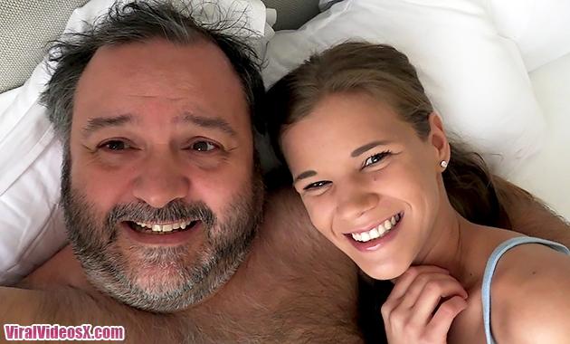 Putalocura En la cama con Torbe Izabela