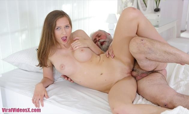 Stacy Cruz follando con su abuelo Old Goe...