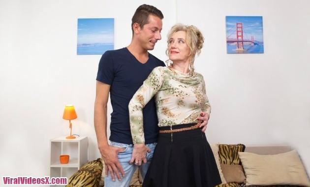 Mature.nl - Janka E. (55) - Horny housewi...