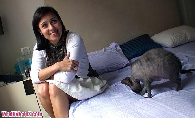 Pilladas Ali Cat Señora en la calle cerdilla en la cama